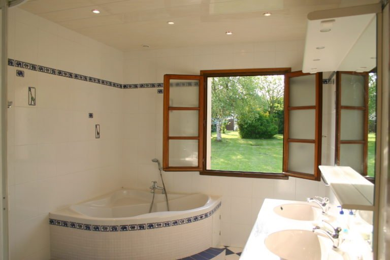 St Josse Farmhouse Bathroom