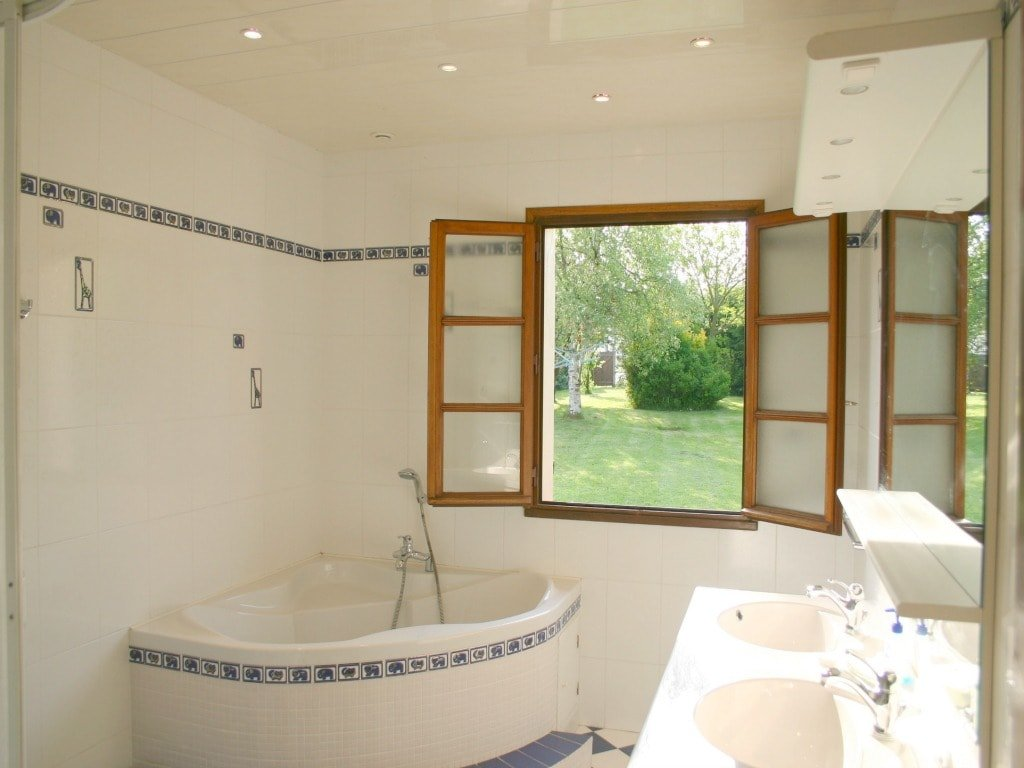 St Josse Framhouse-Bathroom