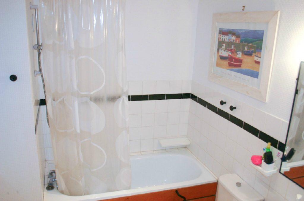 Westminster-Apartment Bathroom