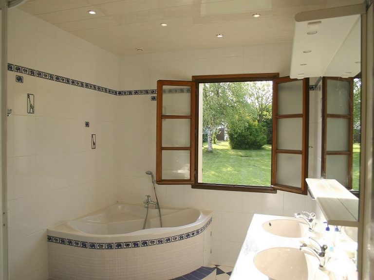 St-Josse-Farmhouse-Bathroom