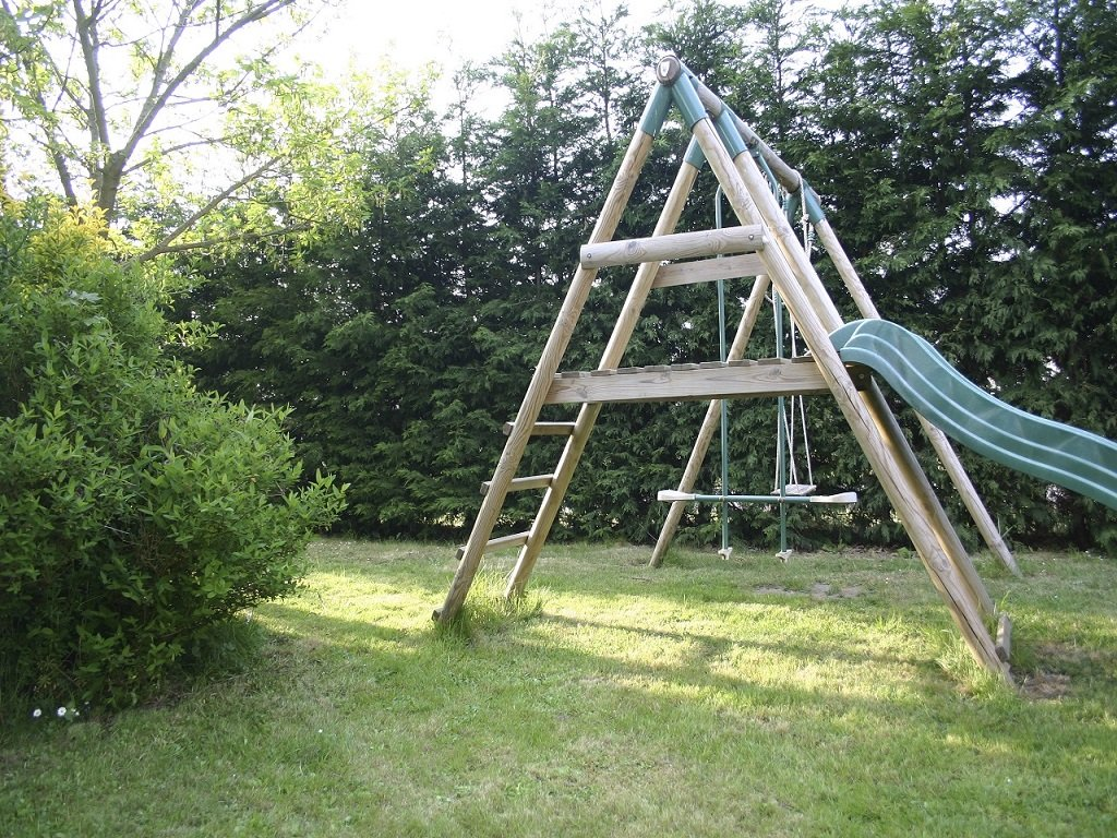 St-Josse-Farmhouse-Swings